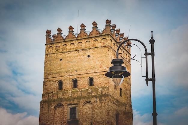 Башня средневекового замка, крепость, историческое сокровище