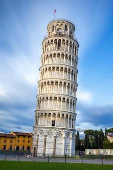 Пизанская башня в тоскане, италия