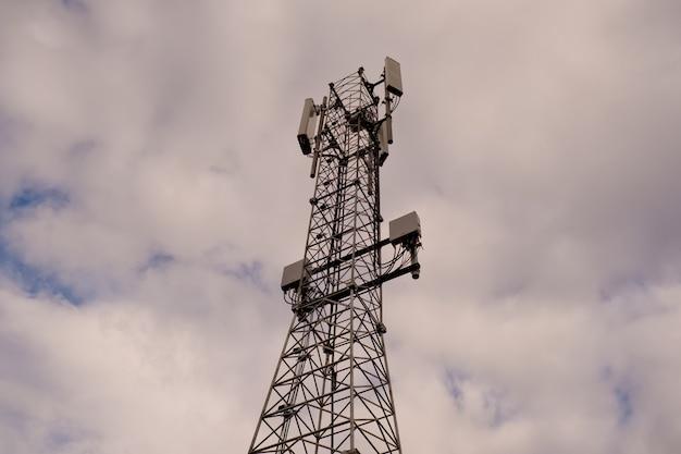 Башня с антенной сотовой связи 5g и 4g