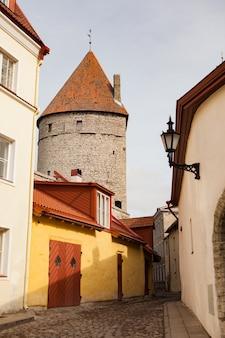 에스토니아 탈린의 구시가에 있는 성벽의 탑