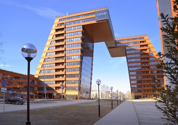 Akademgorodok의 akadempark 타워 테크노파크의 현대적인 고층 건물