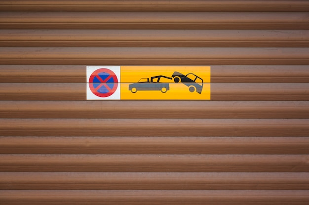 Towing car, evacuation sign,