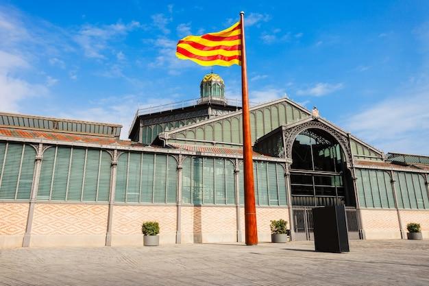 Здание ратуши в городе барселона в каталонии, испания
