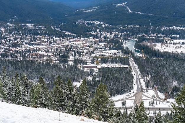 겨울의 밴프 타운 밴프 국립 공원 캐나다 로키 산맥 캐나다