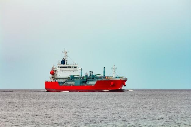 有毒物質および石油製品の移動