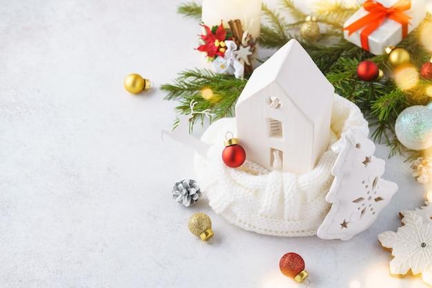장난감 세라믹 하우스, 크리스마스 장식 및 선물 상자