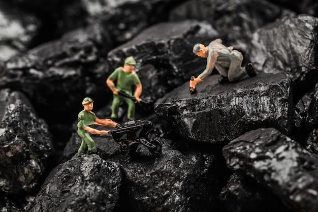 おもちゃの置物は採炭をシミュレートしました