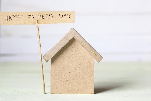おもちゃの家と看板の父の日