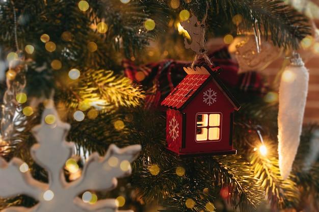 크리스마스 트리, 크리스마스 집, 크리스마스 트리 장난감에 장난감 집.