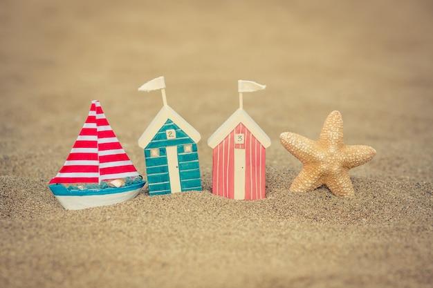 砂浜のおもちゃの家