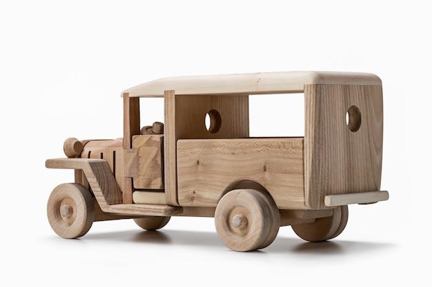 천연 나무로 만든 장난감 오래 된 버스, 후면보기.