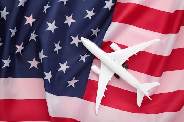 アメリカの国旗のおもちゃの飛行機
