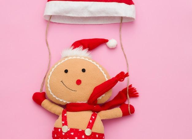 풍선처럼 빨간 모자를 타고 날아가는 장난감 산타