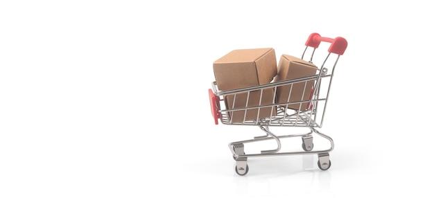 Магазинная тележкаа игрушки с концепцией покупок и доставки коробок. тенденция потребительского общества