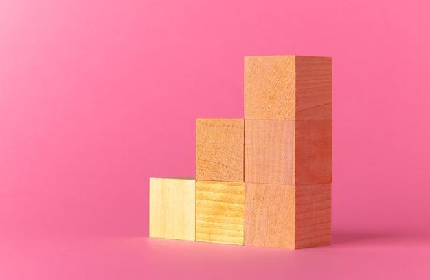 핑크에 대 한 장난감 나무 큐브