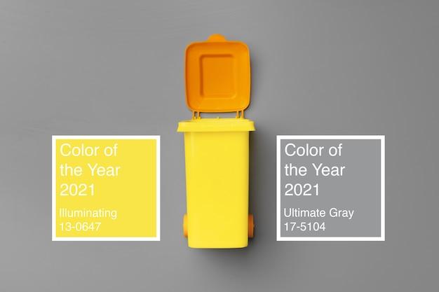 灰色の上面図に黄色いゴミ箱をおもちゃ