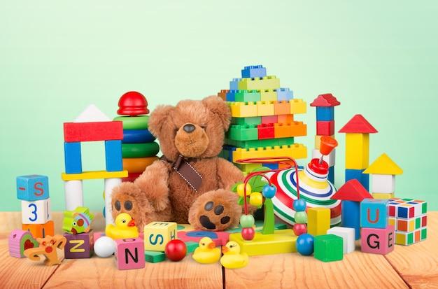 Коллекция игрушек, изолированные на фоне