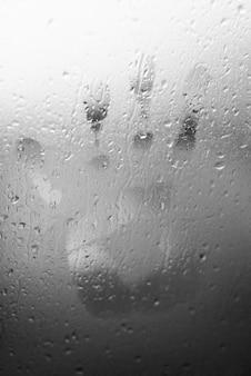 След на окне