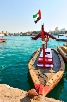 아랍에미리트 두바이 크릭의 전통 아브라 보트(데이라 지구와 부르 두바이 간 페리)