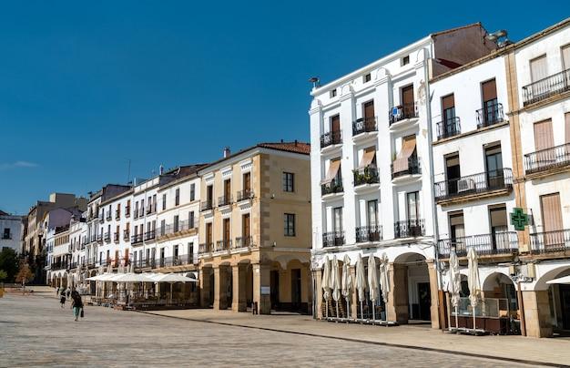 スペイン、エストレマドゥーラのカセレスの伝統的な建築