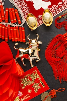 Традиционная композиция новогоднего китайского быка