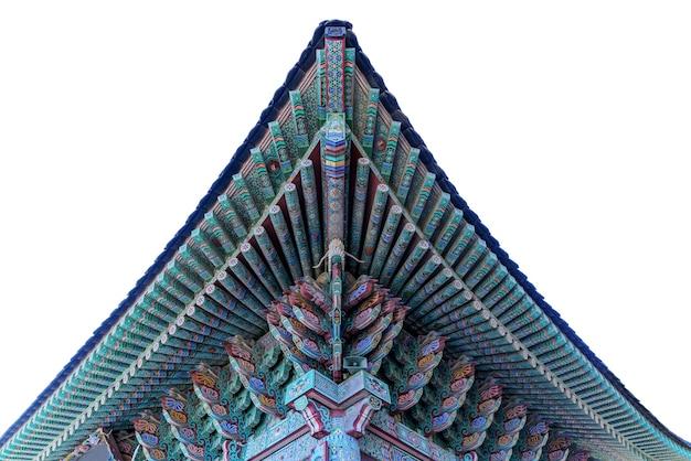 白い背景、釜山、韓国に分離されたhaedong yonggung寺院の伝統的な、芸術的、カラフルな、素晴らしい韓国の建築とデザイン