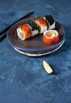 Традиционные азиатские японские блюда суши