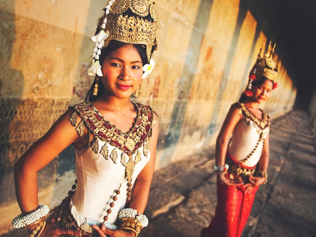 Традиционные танцоры аспара, сием рип, камбоджа.