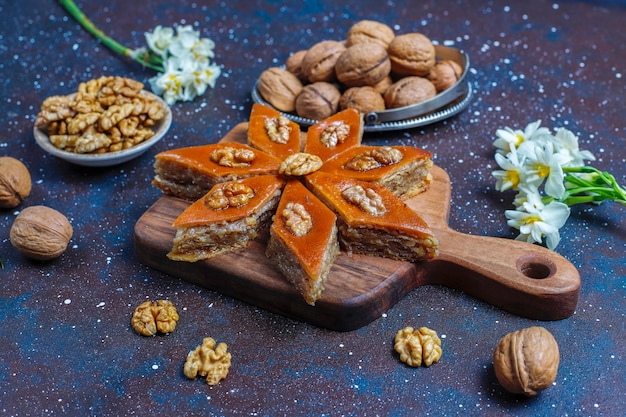 전통적인 아제르바이잔 휴가 novruz 과자 pakhlavas.