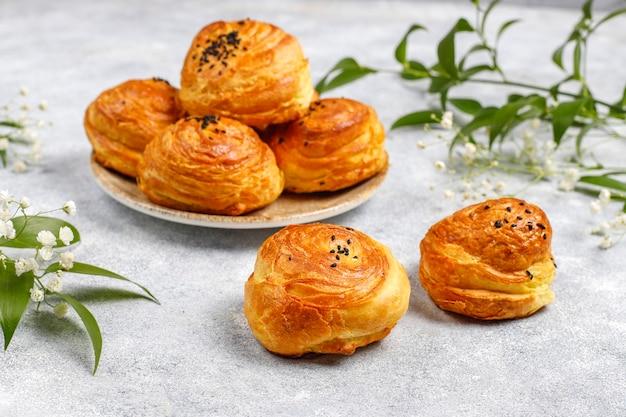 伝統的なアゼルバイジャンの休日ノウルーズのお菓子のqogals。