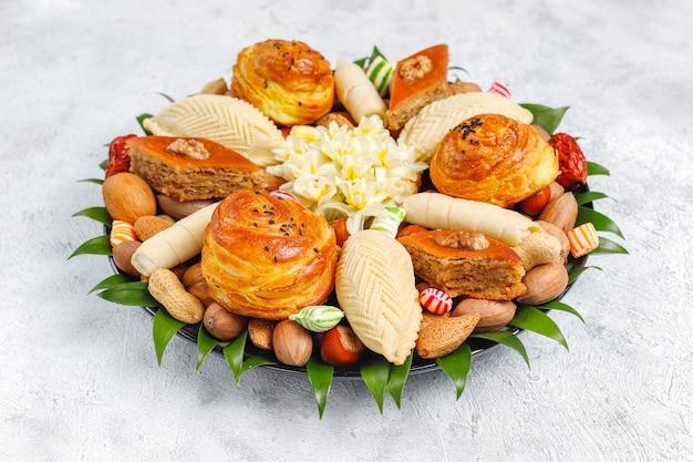 Dolci novruz tradizionali di festa dell'azerbaigian a xoncha.
