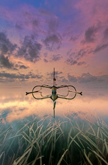 Традиционная лодка из индонезии