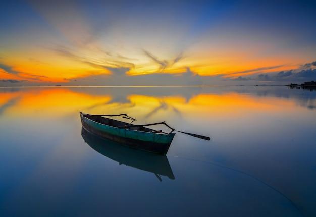 Традиционные лодки на закате