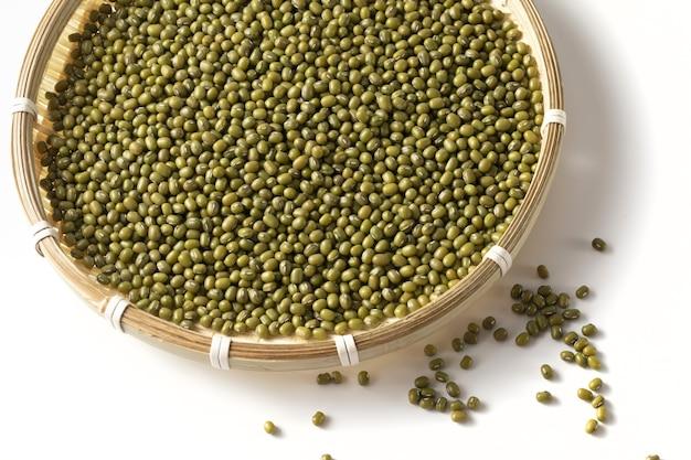 Tradizionale ciotola di fagioli mung (vigna irradiato)