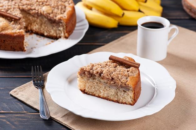 Традиционный бразильский банановый торт cuca de banana.