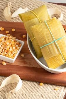 Традиционная бразильская кукурузная закуска памона.