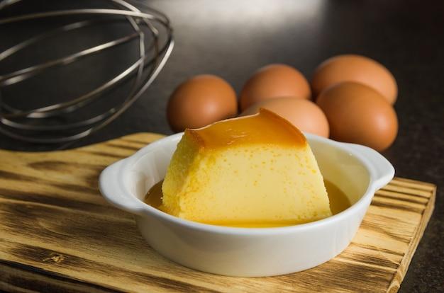 伝統的なブラジルのデザート、ミルクプディング。
