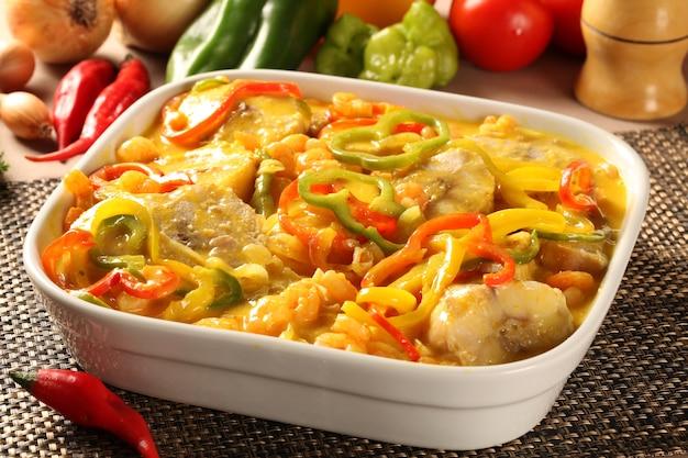 Традиционное бразильское блюдо под названием moqueca de peixe.