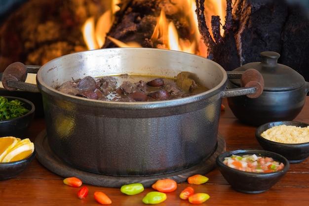 Традиционное бразильское блюдо фейжоада