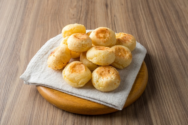 Традиционный бразильский закусочный сырный хлеб