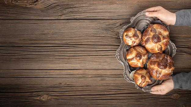 Pane tradizionale di arrangiamento morto