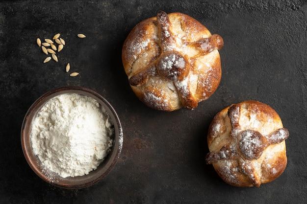 죽은 구색의 전통 빵