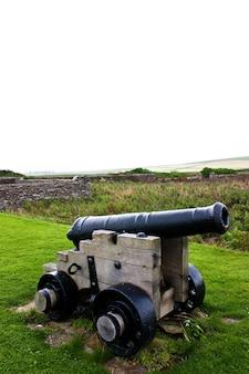 約200年前の伝統的な大砲。コンセプトに役立ちます。 Premium写真