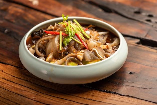 Традиционные китайские банкетные блюда, холодная лапша