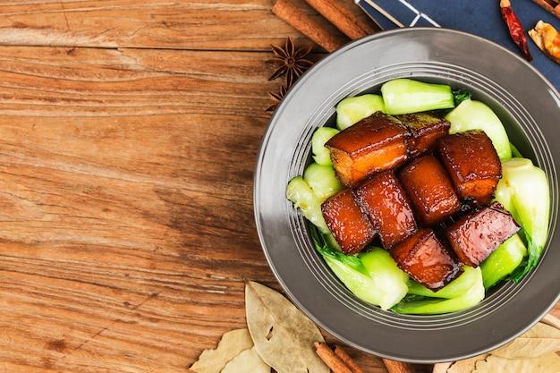 Традиционная китайская еда, тушеная свинина