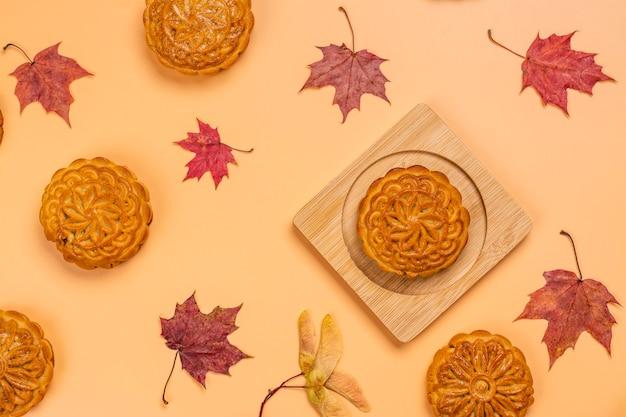 伝統的な中国の月餅。中秋節の甘くておいしい自家製デザート