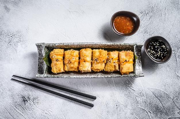 伝統的な中国の野菜春巻き