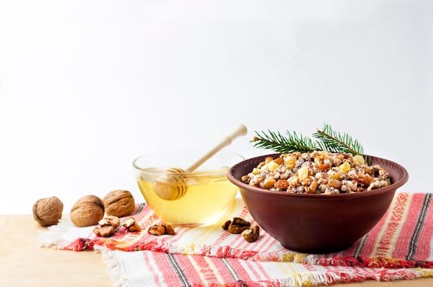 Традиционная рождественская еда на столе