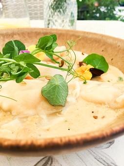 버섯 소스 레시피 폴란드어 전통 요리 요리와 미식 여행 수제 만두 ...