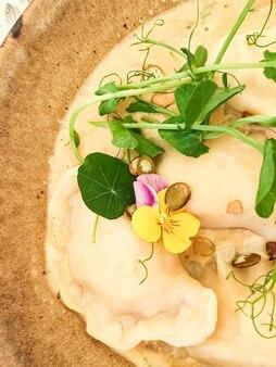 버섯 소스 레시피 폴란드어 전통 요리 요리 및 미식 여행 수제 만두 ...